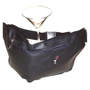 BLOOMINGDALE'S fanny-pack black embroidered